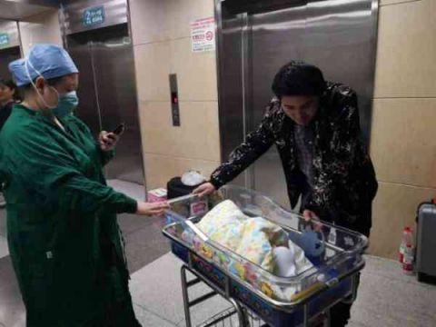 中国大陆首例试管婴儿当妈了,31年后在同一家医院生产