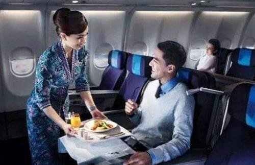 如果一趟航班只卖出一张机票,会按时起飞吗?空姐的答复令人满意