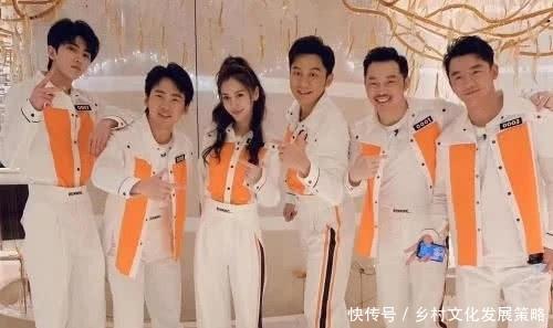 『首发』《奔跑吧》第一期飞行嘉宾,蔡徐坤与黄明昊同框,关晓彤再次首发