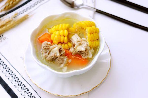 「砂锅」排骨玉米胡萝卜汤