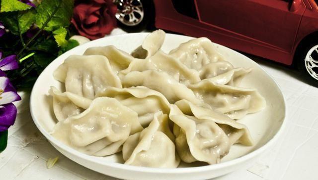 『饺子』做韭菜饺子时,调馅料不要只加鸡蛋,多加点它,饺子鲜美又好吃