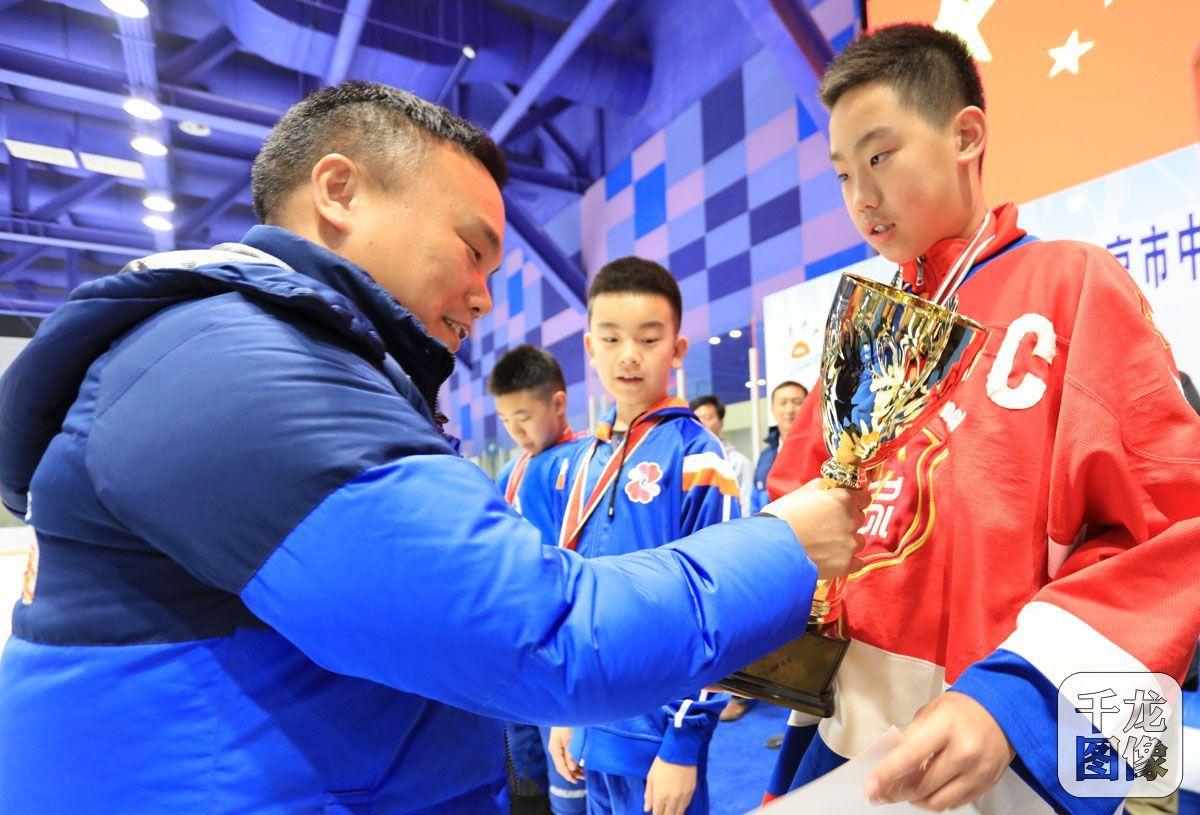 2018年北京市中小学生校际冰球联赛闭幕 创史