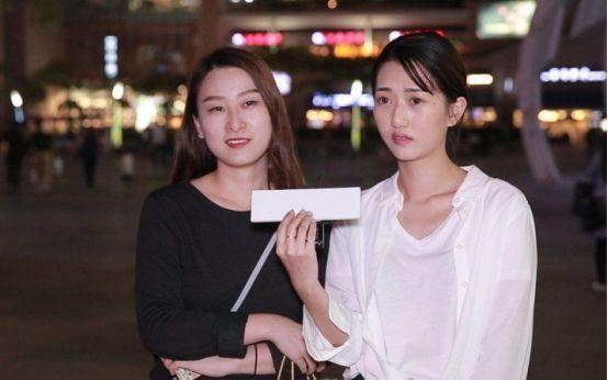 韩国街头遇到当地美女,问她是怎么看待中国的,回答真是让人无语