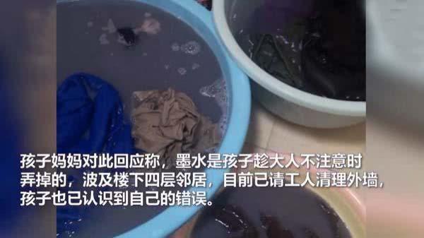 『洗衣服』熊孩子楼上泼墨汁,妈妈给邻居们洗衣服,求妈妈的心理阴影面积
