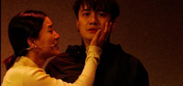 翟天临复出演舞台剧,辛芷蕾被曝深夜返回男方住所