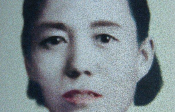 她中年丧夫,一人抚养13子,长大都成博士,活到106岁,让人敬佩