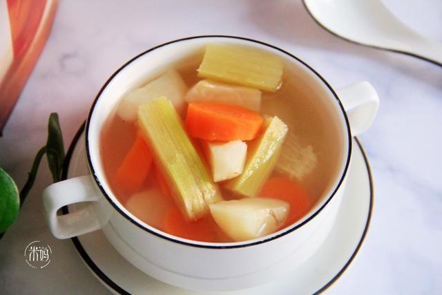 「全家」最近宅在家,我常煮这汤水当水喝,甘甜可口清热下火,全家都爱喝