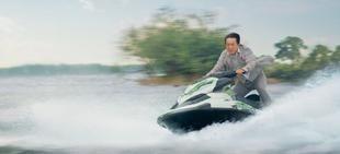 成龙驾船拍动作戏意外溺水吓哭唐季礼