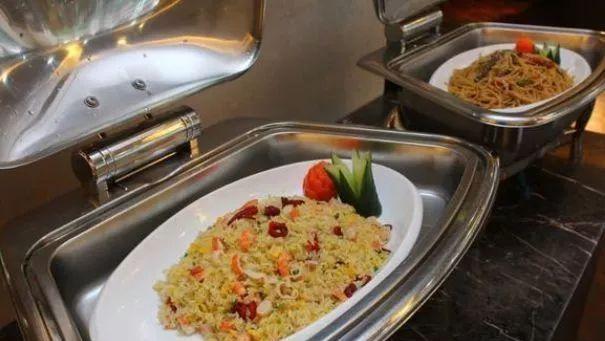 【食物】自助餐服务员:四种食物吃得少,不但可怜,而且吃不回来!