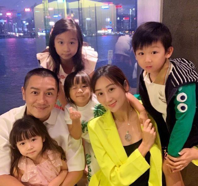 陈浩民一家为6岁儿子庆生,蒋丽莎穿泳装细腿抢镜,4娃妈身材服气