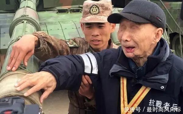『战利品』老兵隐藏身份71年,因其战利品暴露身份,部队出动6辆坦克迎接
