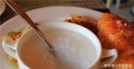 肠胃健康@每天早餐一碗粥能养胃?营养师:经常反酸烧心的人喝错了反而伤胃