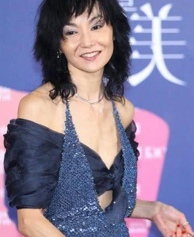 林青霞老了,王祖贤丑了,张曼玉骨瘦如柴,只有她还是貌美如花!