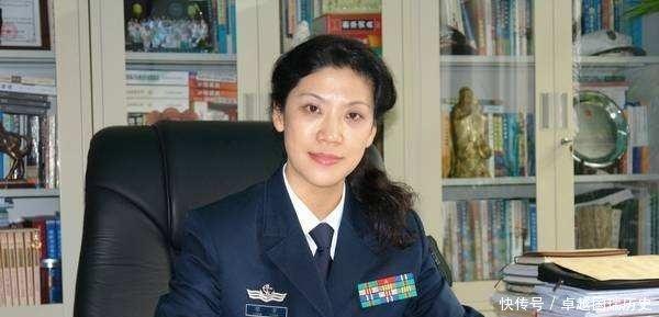 她被称为国防大学最美教授,53岁仍旧不见岁月痕迹,已是大校军衔