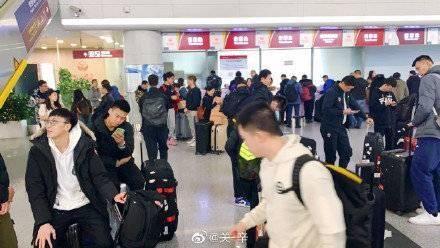 对手体能亮红灯!因直飞航班被取消,广东男篮被迫辗转北京来济
