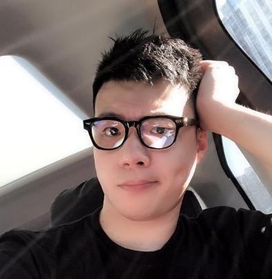 """黄毅清发微博声称被小崔""""下毒""""了,人被""""抓""""了,到底怎么回事"""