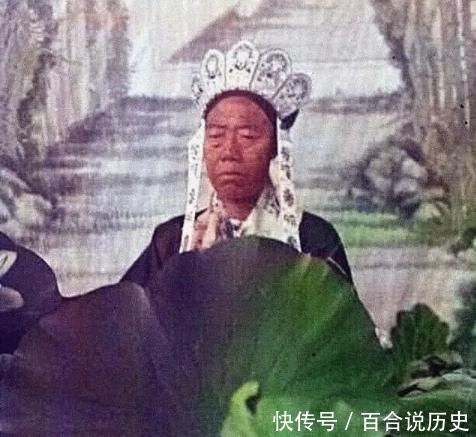 #看起来#李莲英到底长啥样?和慈禧同框扮观音彩照曝光,据说年轻时面冠如玉