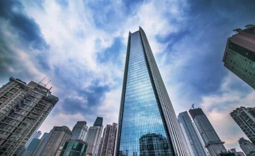 """『高楼的发展』我国最""""魔性""""的2栋楼,高101米,倾斜达15度,被称""""歪歪楼"""""""