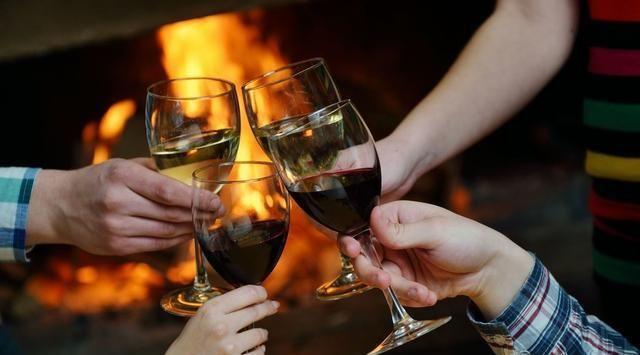 『好处』睡前一杯酒真的对人体有好处吗?喝白酒真的能养生吗?
