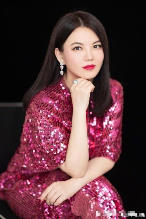 【李湘】李湘晒女儿近照,小小年纪就志向远大,牛津大学是她的梦想