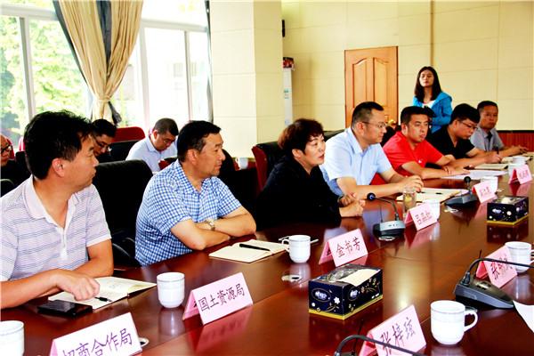 省台办带领台商到罗平考察旅游投资项目