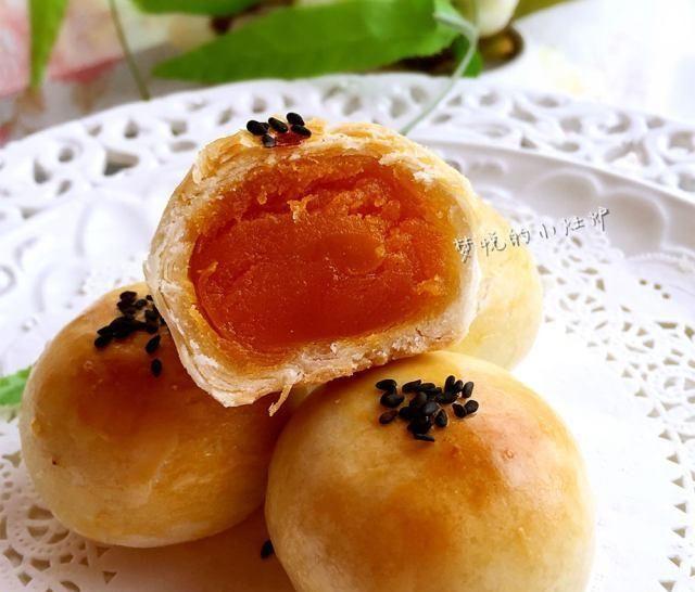 「蛋黄」蛋黄酥,做法简单,里面的咸鸭蛋黄,吃着爽极了