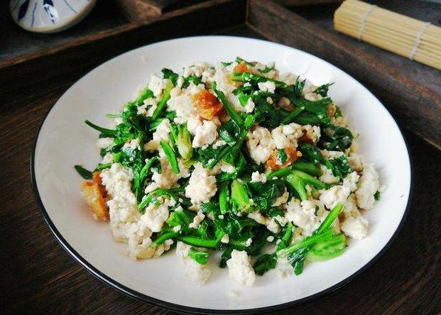 『皇帝』宫廷佳肴皇帝菜,简单炒一炒营养少不了,安眠助消化营养价值高