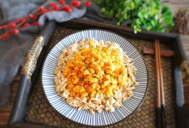 """『海鲜菇』孙红雷最爱的""""赛螃蟹"""",做法如此简单,5元钱炒一盘吃出螃蟹味"""