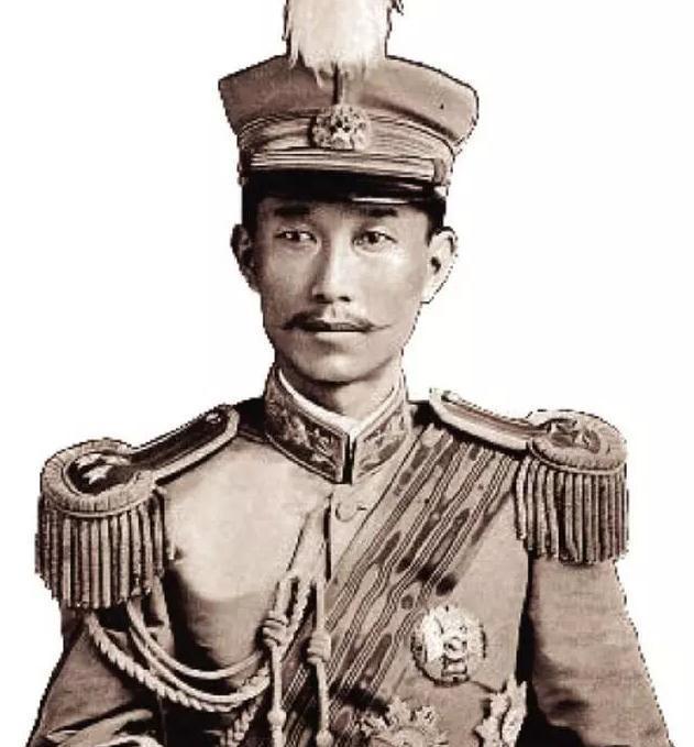 #手握#手握数十万重兵的袁世凯,为何无法抵挡蔡锷的三千护国军