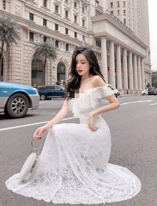 韩国旅游偶遇日本模特,身穿白色连衣裙,看着就像是新娘一样
