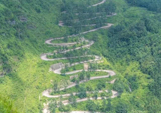 """中国最""""独特""""的公路,创造了世界公路奇迹,多达70弯"""