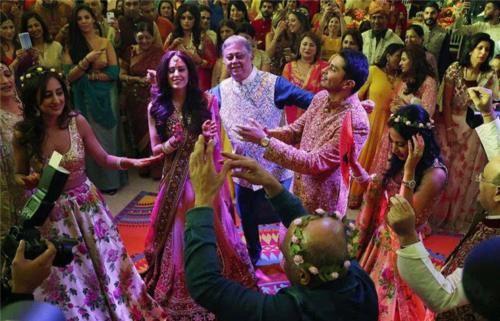 印度富人区女孩真实生活:纸醉金迷奢华无比,种姓的待遇天差地别