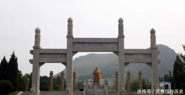 陪葬坑@李世民为防盗,立一块石碑还把墓葬建在悬崖边上,自此安全近千年