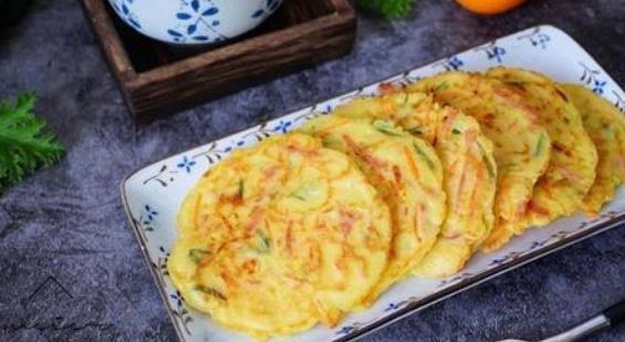 【营养】家里早餐没有饭怎么办?教你做懒人鸡蛋饼,做法简单,营养美味