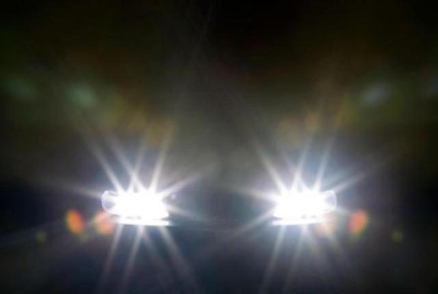 开车闪一下、闪二下、闪三下大灯是什么意思?这些暗语要懂
