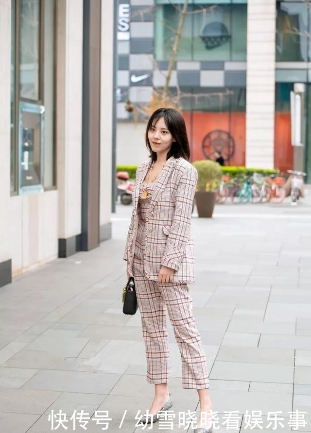 『气质』气质美女搭配高跟鞋,出街的时候更有气场