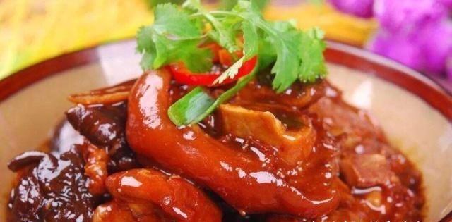 「高压锅」香菇花生炖猪蹄的做法,营养美味,入口即化,值得推荐!