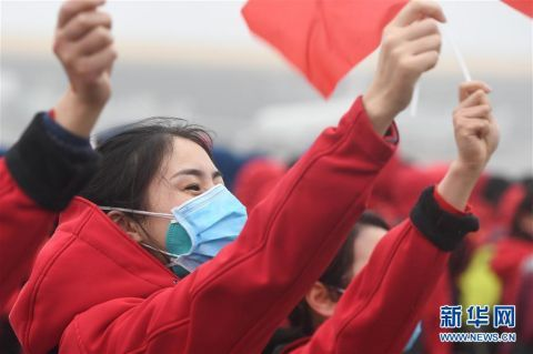 安徽:最后一批援鄂医疗卫生人员飞抵合肥