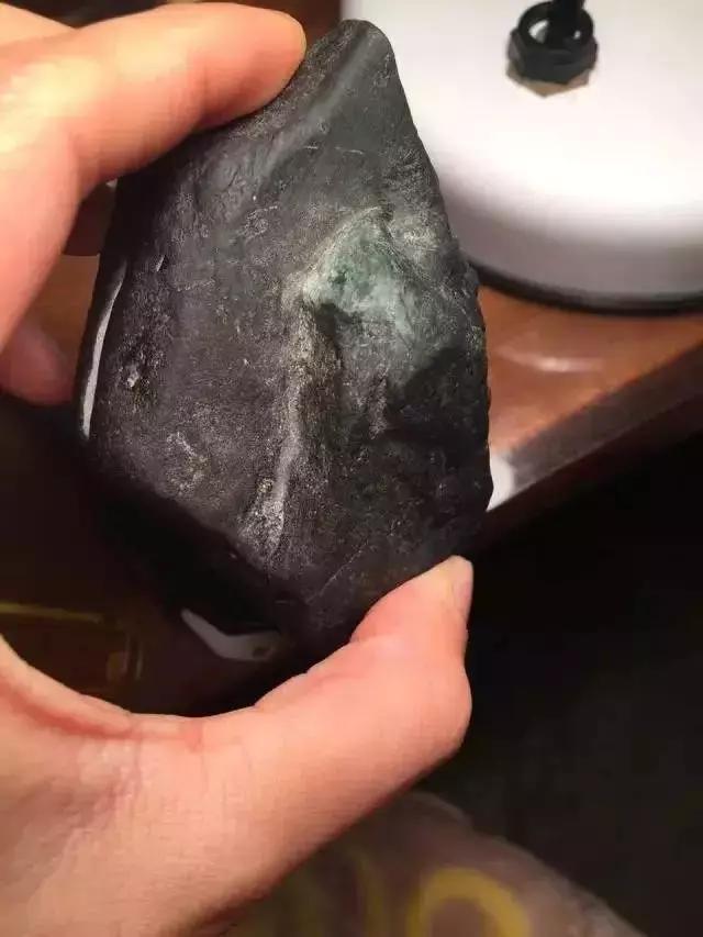 9800拿下巴掌大小的原石,结果一刀切懵,出货更是难得一见!