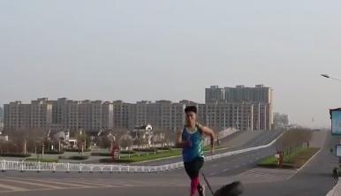 「获赞」高中生拖着轮胎跑步训练 没想到获赞1600万成网红