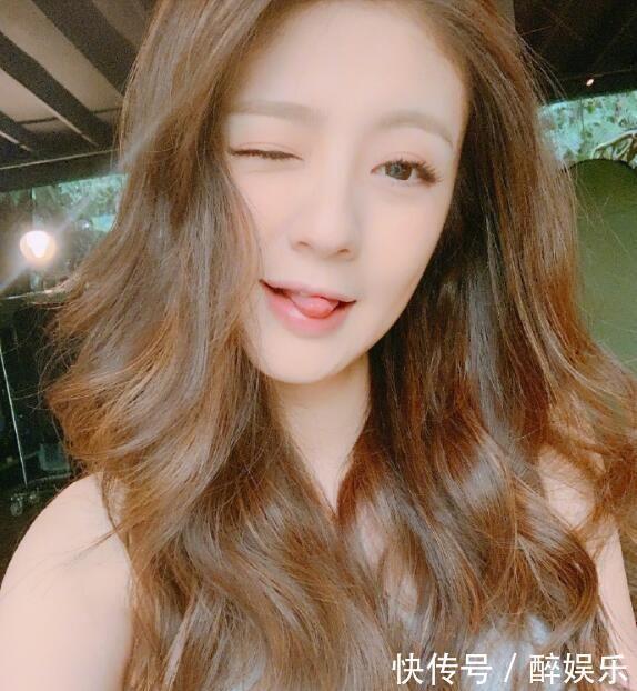 安以轩晒自拍照宣布复出,开心染新发色,网友:林月如变洋娃娃