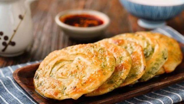 [面团]葱油饼:酥脆可口,唇齿留香,制作简单,十分好吃