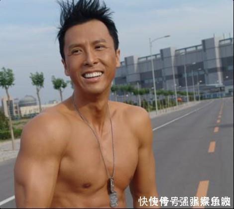 """细数七大打星肌肉照,""""力王""""年近半百,吴京身旁的黑人抢镜"""