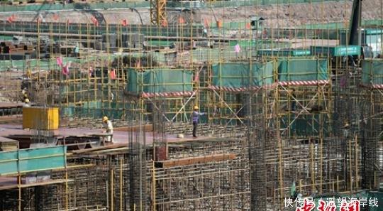 "<b>成都天府国际机场T2航站楼主体封顶 即将进入""双机场""时代</b>"