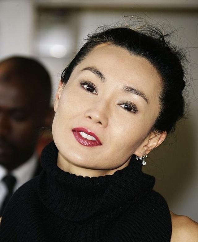 历史上第一位香港小姐,成名故事比杨超越都魔幻