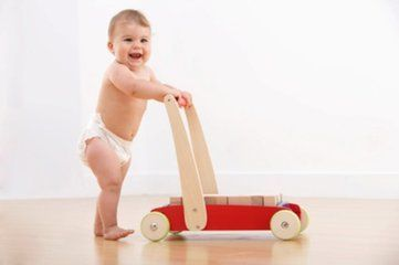 宝宝不爱走路怎么办 五招帮助你解决