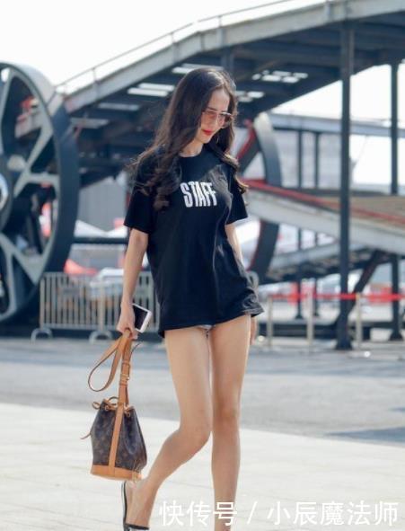 街拍:优雅多姿的小姐姐,大长腿十分亮眼,实在迷人性感