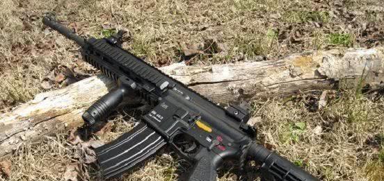 绝地求生:前期无敌后期废铁的四把枪,M4上榜,第二秒伤700