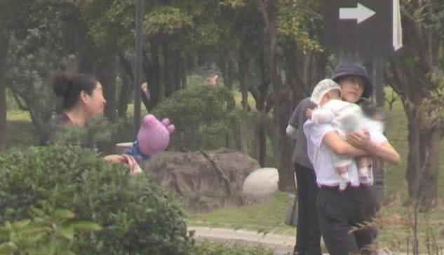 赵又廷获妻女探班,5个月女儿样貌首曝光,高圆圆身材意外抢镜