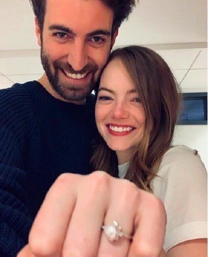 """""""石头姐""""艾玛·斯通订婚,未婚夫为《周六夜现场》导演"""